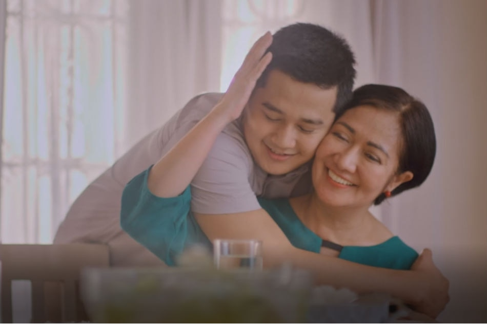 WATCH: Mother's love gives comfort beyond words in heartwarming video