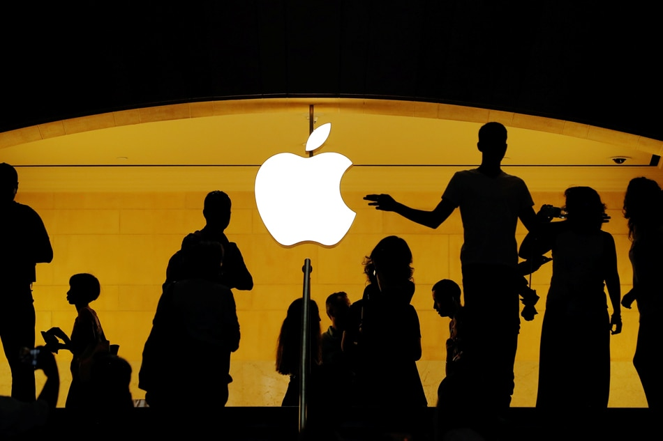 Apple hits $1 trillion stock market valuation