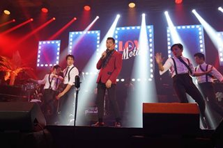 Concert review: Gary V goes big band for 'Love in Motion'