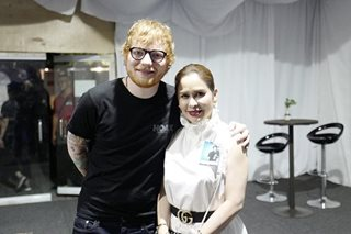 LOOK: Jinkee gives Ed Sheeran a pair of boxing gloves