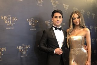 WATCH: Marlon, Pia put to rest breakup rumors with ABS-CBN Ball attendance