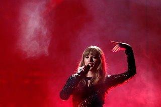 Taylor Swift kicks off American Music Awards, silent on politics