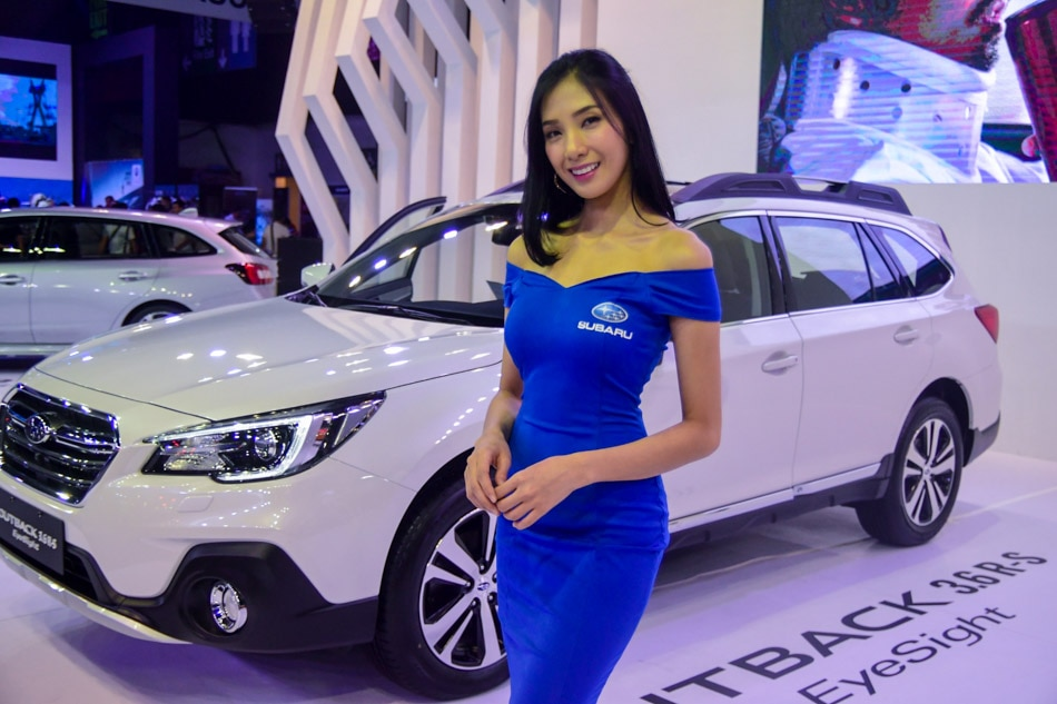 IN PHOTOS The Female Models At The Manila International Auto Show - Car show models photos