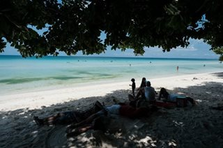 American resort owner nabbed in Boracay for working without permit