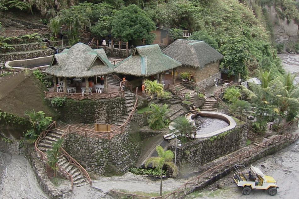 TUKLASIN: Hot spring resort sa Mt. Pinatubo