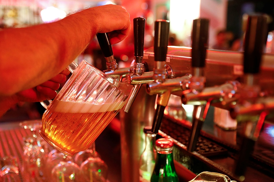 More young adults binge-drinking well into their 20s: study | ABS-CBN News