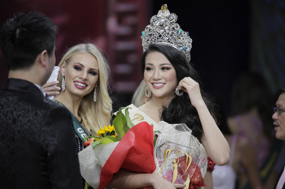 Miss Universe 2018 Winner >> IN PHOTOS: Phuong Khanh Nguyen wins 1st Miss Earth title for Vietnam | ABS-CBN News