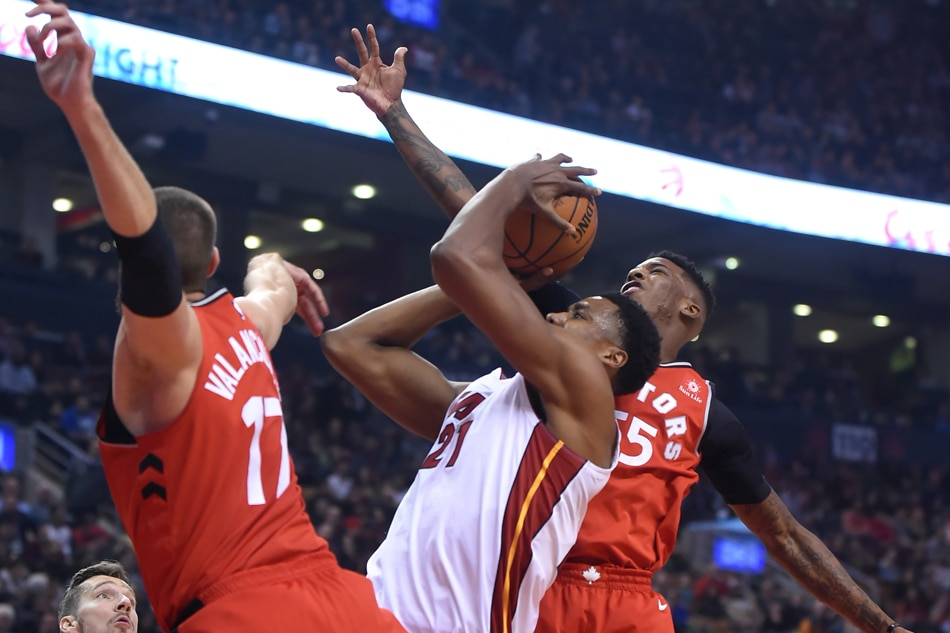Raptors' Kyle Lowry leaves game due to back spasm after hard fall