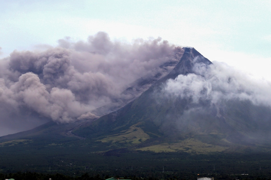 Mild eruption from Mayon