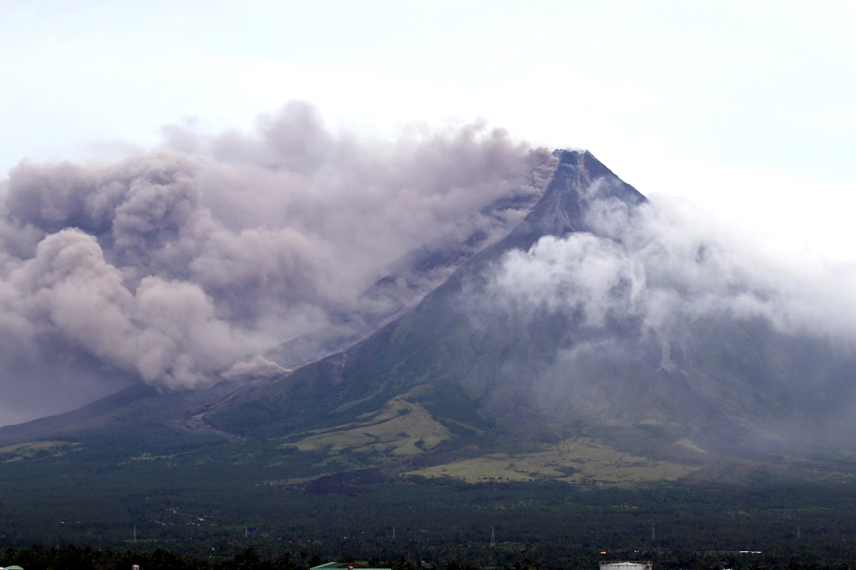 Mayon volcano THREAT: 'HAZARDOUS ERUPTION' could strike in days - SHOCK WARNING