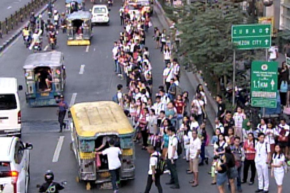Mga pasahero, walang masakyan dahil sa pagtatanggal ng bulok na PUV