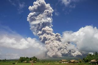 Mayon ash cloud