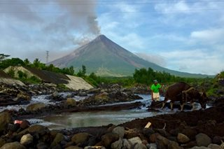 Bulkang Mayon, ibinaba sa alert level 3