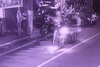 SAPUL SA CCTV: Magka-angkas na kawatan, nanghablot ng cellphone