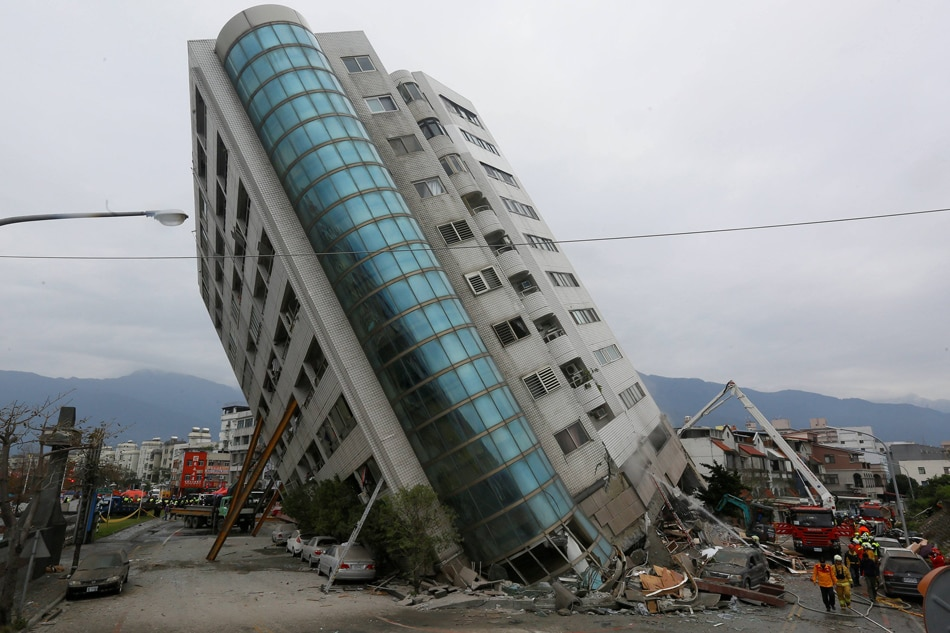 Caught on camera: Devastating natural disaster  in Taiwan left this hotel alarmingly tilted
