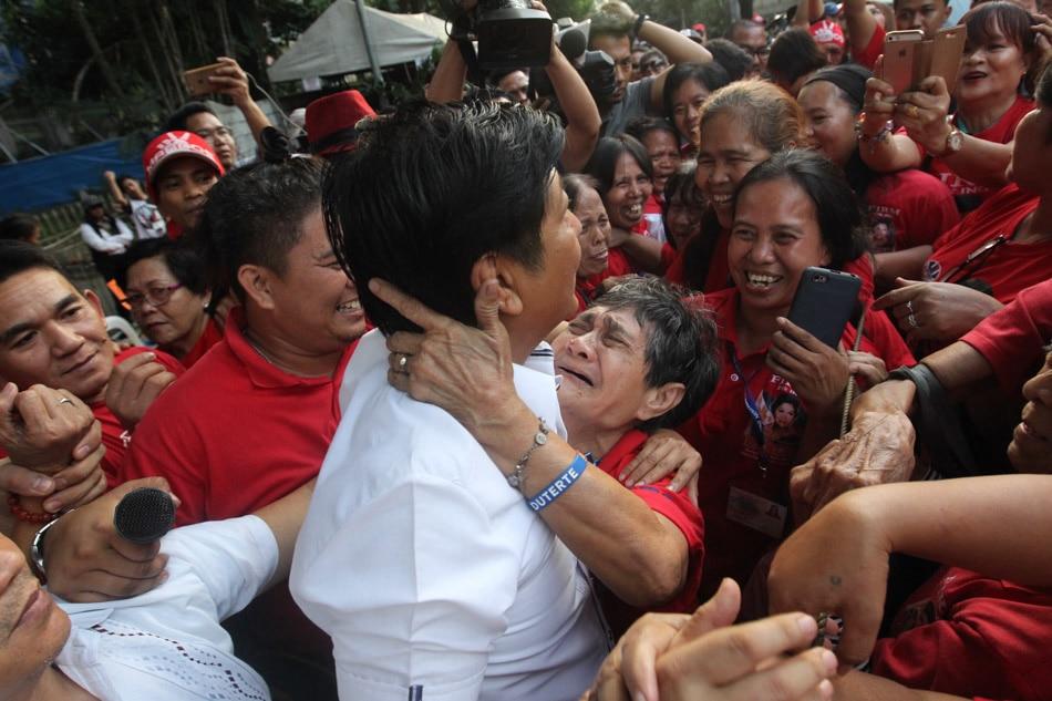 Bongbong visits loyal supporters