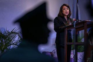 Sereno, nagpasaring sa harap ng mga kapwa mahistrado; De Castro, bumuwelta