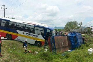 Nagbanggaang bus at truck, nahulog sa gilid ng highway