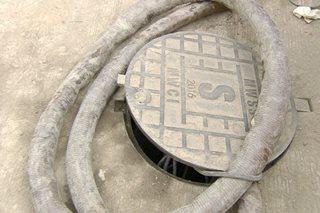 2 lalaki, patay nang mahulog sa manhole sa Marikina