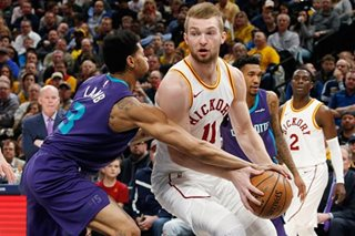 Hornets blow out playoff-bound Pacers