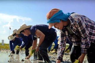 PANOORIN: Piolo, nagdala ng good vibes sa mga magsasaka ng Nueva Ecija