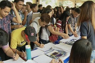 Fresh grads, umuwing OFWs, lumahok sa Labor Day job fair
