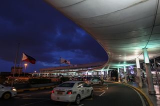 2 airport cops arrested for alleged extortion