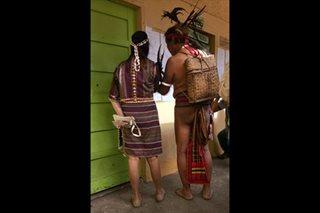 Mag-ama sa Baguio, bumoto na nakapangkatutubong kasuotan
