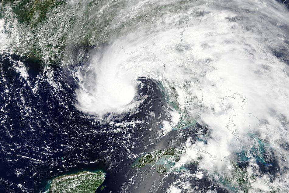 storm alberto weakens as it makes landfall on florida panhandle