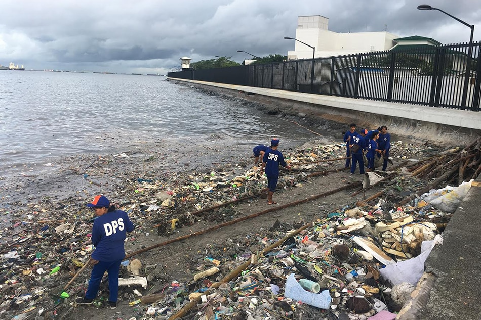 Should Manila Bay reclamation projects be stopped?