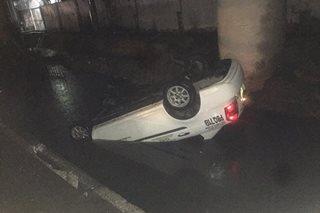 Taxi nahulog sa kanal sa Pasay; 2 sugatan