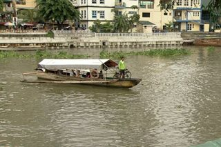 Mga bangkang ginagamit pantawid sa Pasig River, nanganganib na mawala