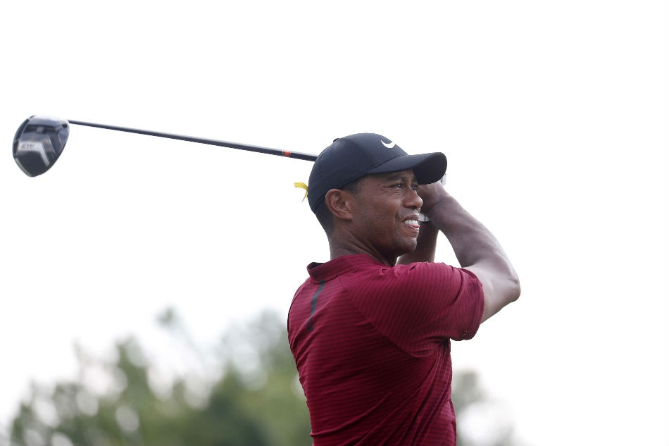 Woods stumbles early, but Thomas starts fast at US PGA