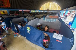 Modular tents, ibinida sa ilang evacuation center