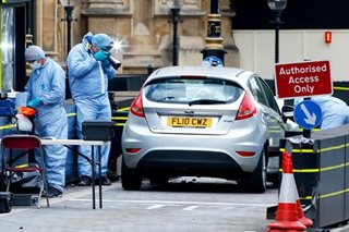 Car hits pedestrians in suspected terrorist attack at UK parliament