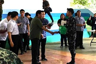 LOOK: Duterte visits wounded soldiers in Sulu