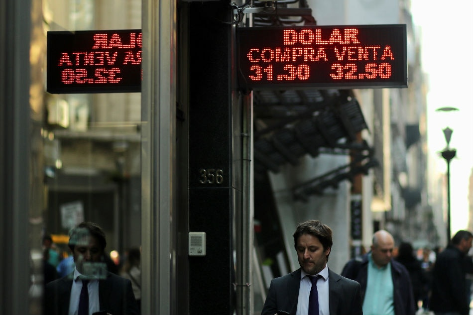 Argentina boosts interest rates to 60%
