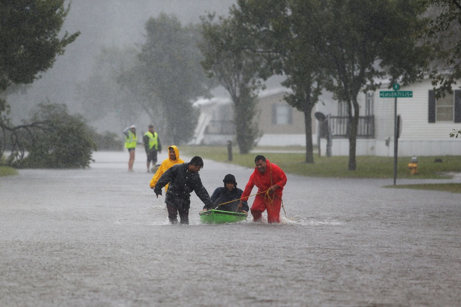 Tropical storm Florence dumps metres of rain on Carolinas