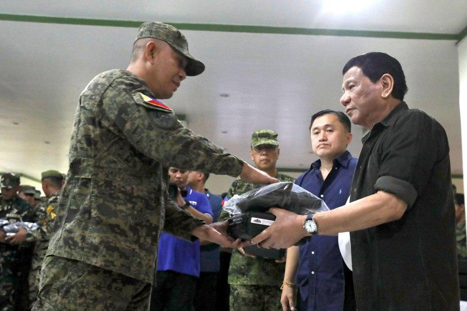 Duterte visits soldiers in Sulu
