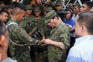 Duterte balak umanong mag-ikot sa military camps