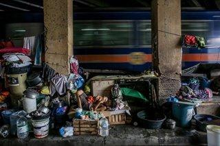 Nasa 12.2 milyong pamilyang Pinoy naniniwalang 'mahirap' sila: survey
