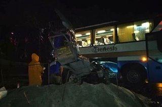 1 patay, 23 sugatan sa salpukan ng bus, truck sa Bataan