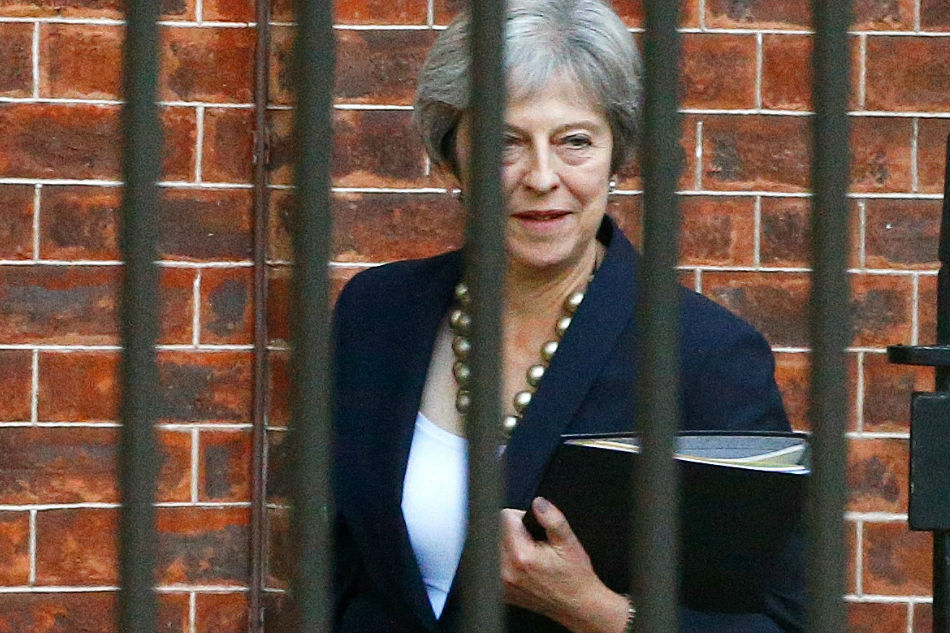 Theresa May to face Tory critics at showdown meeting over Brexit