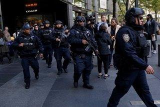 US Secret service intercepts explosives sent to Obama, Clinton