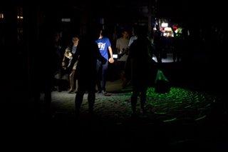 'Bawal mag-party': 'Tahimik, madilim' na Boracay sa gabi, daing ng mga turista