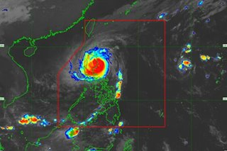 Thousands flee Rosita's wrath in Luzon