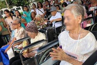 31 centenarians in Negros get P100,000 each