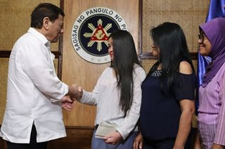 Duterte meets OFW Jennifer Dalquez