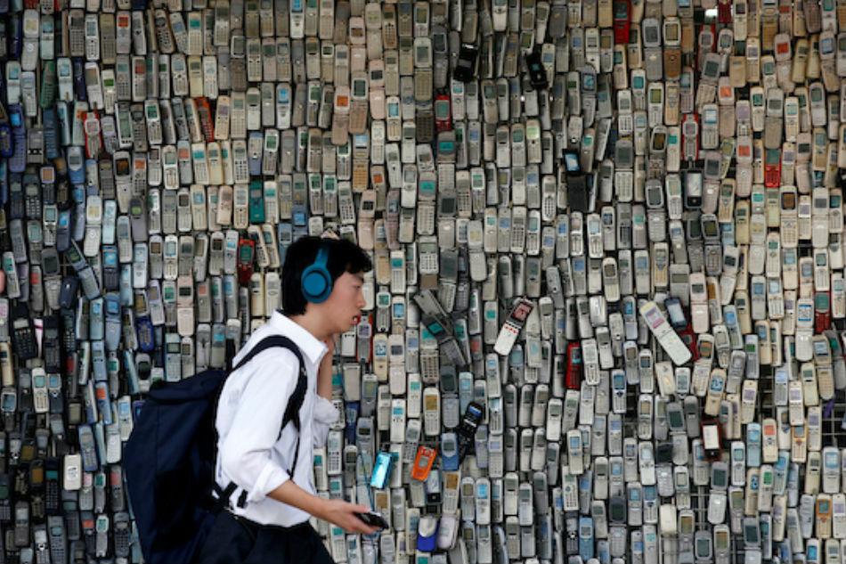 Q&A: Smartphones raising a mentally fragile generation