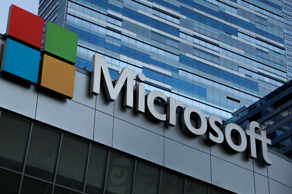 Microsoft's Stock Market Cap Briefly Surpasses Apple's
